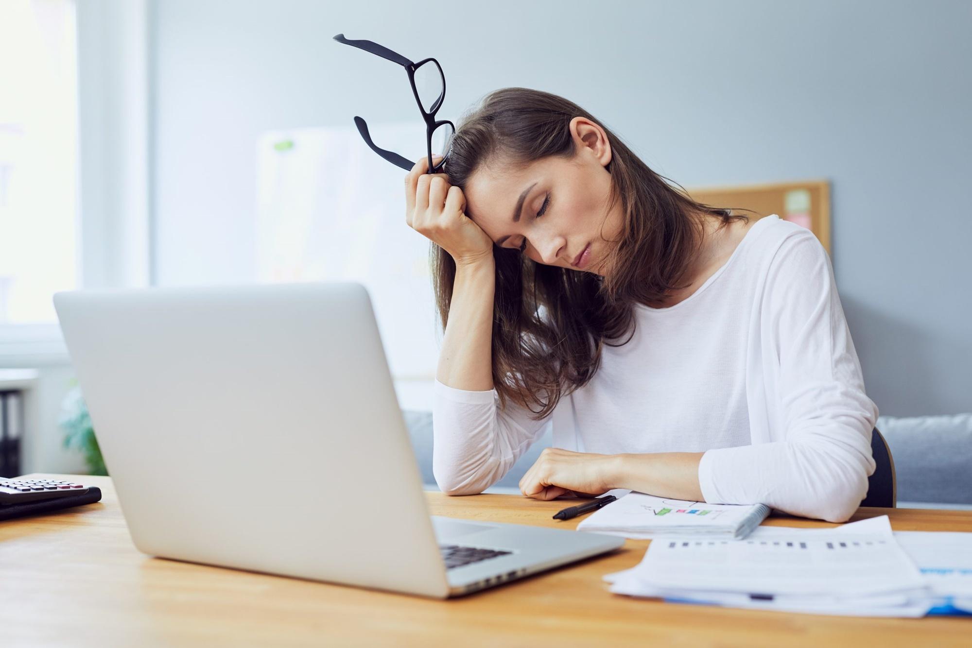 Enxaqueca entenda seu impacto no ambiente de trabalho